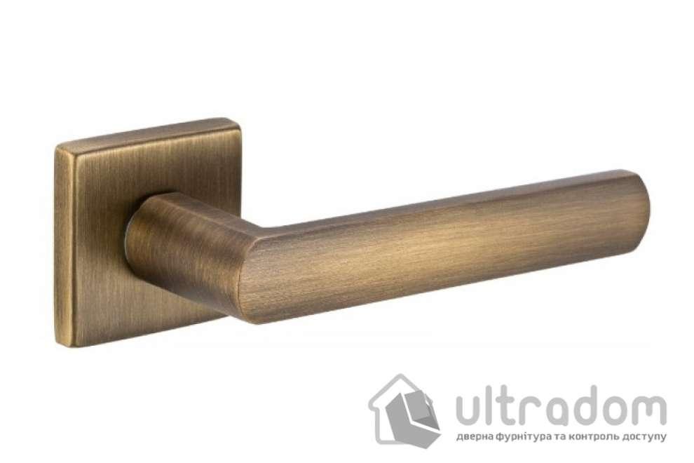 Ручка LUCE 02 на квадратной розетке VIS матовая бронза