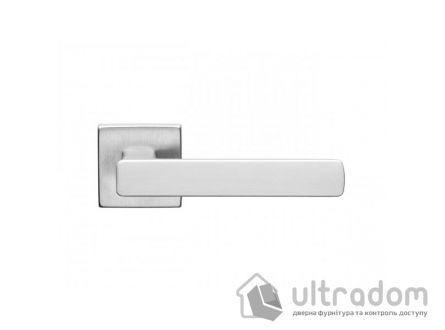 Дверная ручка DND by Martinelli  FOLD 02 на квадратной розетке VIS матовый хром